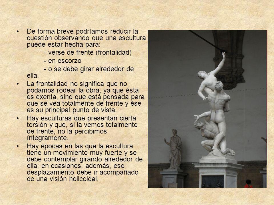 De forma breve podríamos reducir la cuestión observando que una escultura puede estar hecha para: