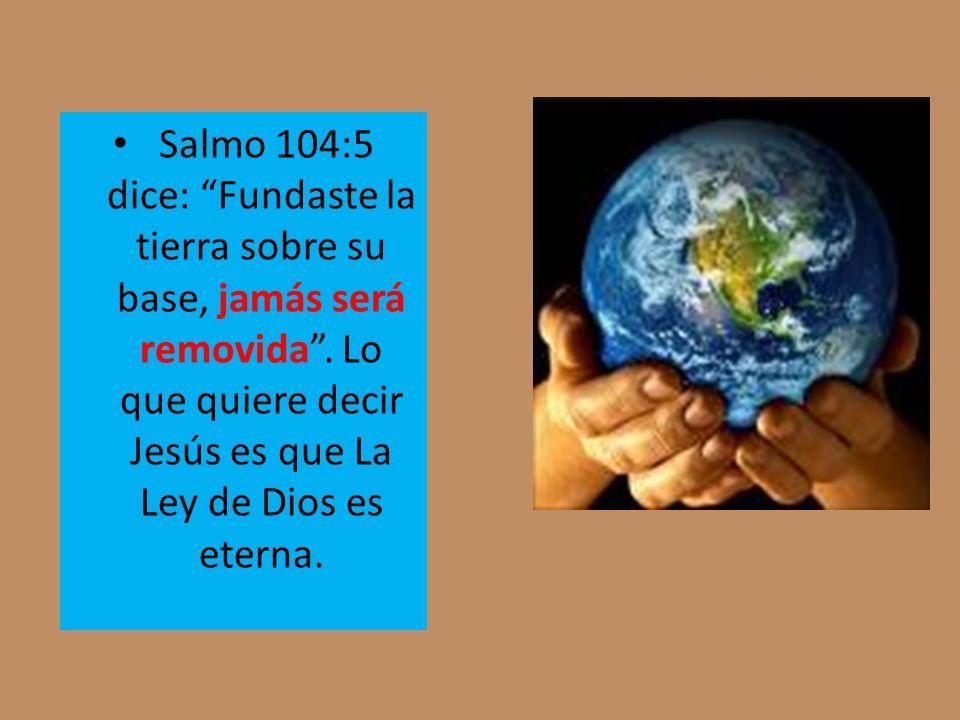 Salmo 104:5 dice: Fundaste la tierra sobre su base, jamás será removida .