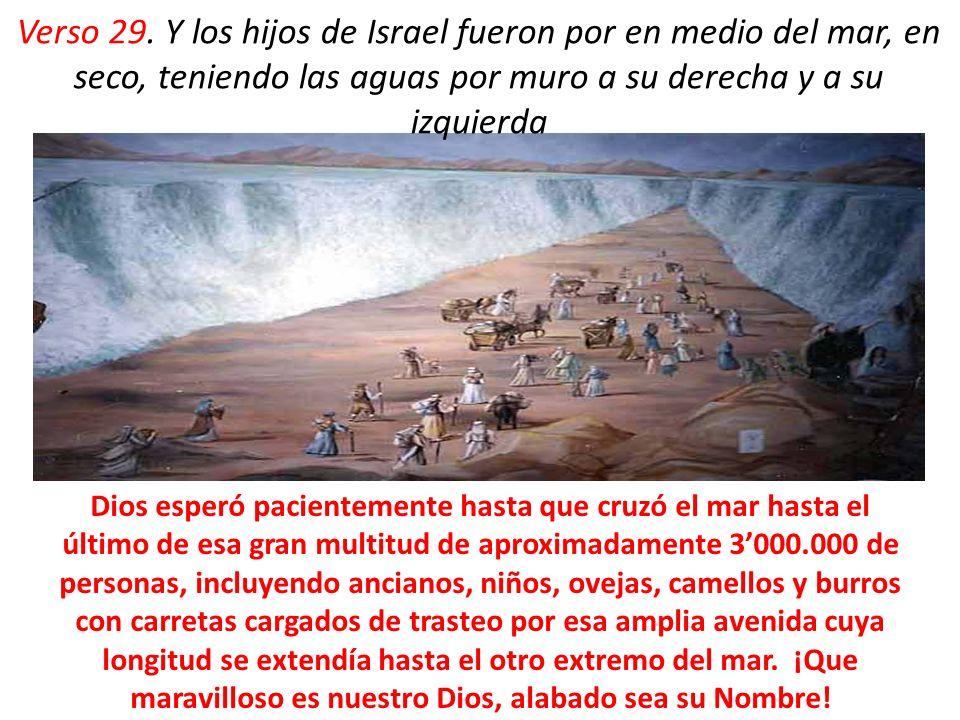 Verso 29. Y los hijos de Israel fueron por en medio del mar, en seco, teniendo las aguas por muro a su derecha y a su izquierda