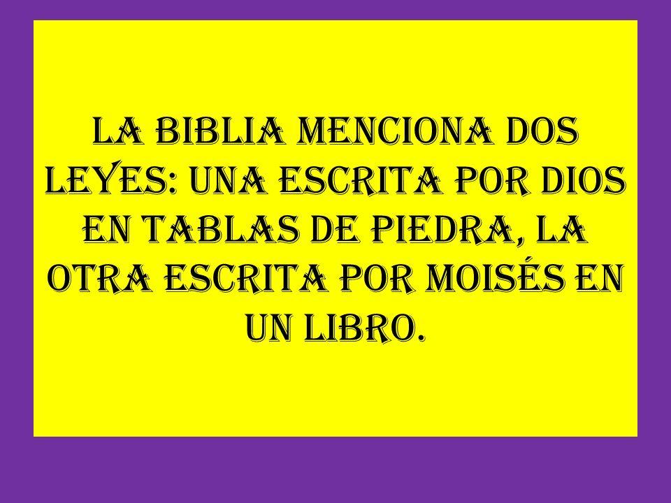 La Biblia menciona dos leyes: una escrita por Dios en tablas de piedra, la otra escrita por Moisés en un libro.