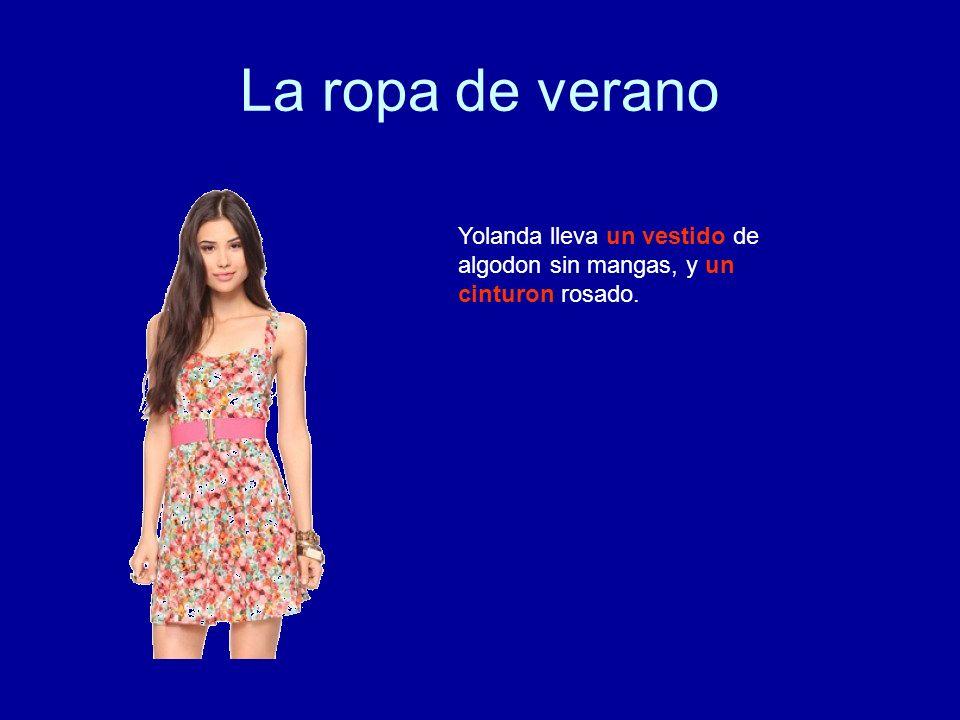 La ropa de verano Yolanda lleva un vestido de algodon sin mangas, y un cinturon rosado.