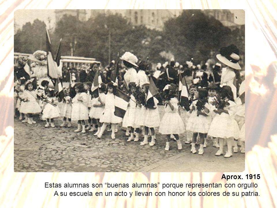 Aprox.1915Estas alumnas son buenas alumnas porque representan con orgullo.