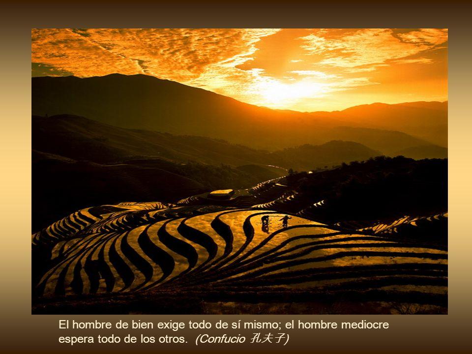 El hombre de bien exige todo de sí mismo; el hombre mediocre espera todo de los otros.