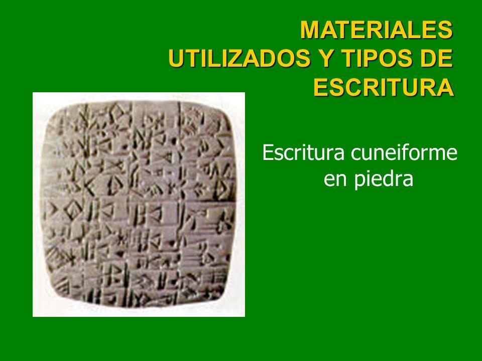 Escritura cuneiforme en piedra