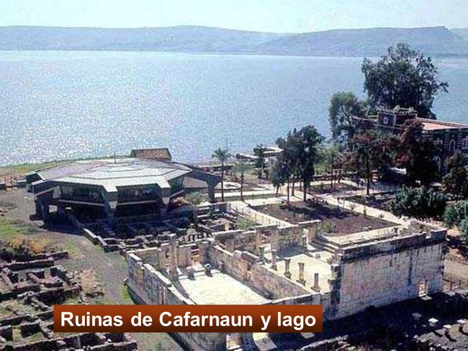 Ruinas de Cafarnaun y lago