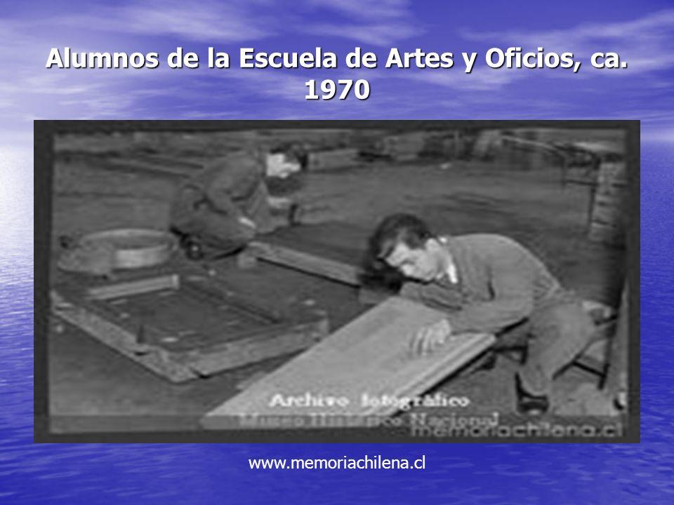 Alumnos de la Escuela de Artes y Oficios, ca. 1970