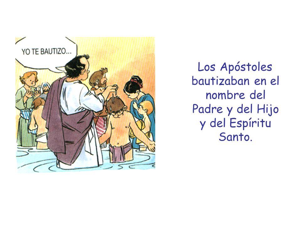 Los Apóstoles bautizaban en el nombre del Padre y del Hijo y del Espíritu Santo.