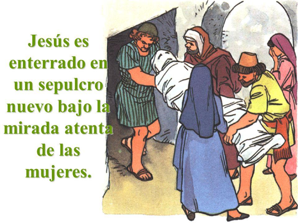 Jesús es enterrado en un sepulcro nuevo bajo la mirada atenta de las mujeres.