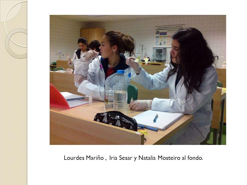 Lourdes Mariño , Iria Sesar y Natalia Mosteiro al fondo.