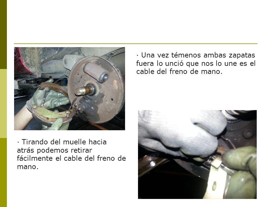 · Una vez témenos ambas zapatas fuera lo unció que nos lo une es el cable del freno de mano.