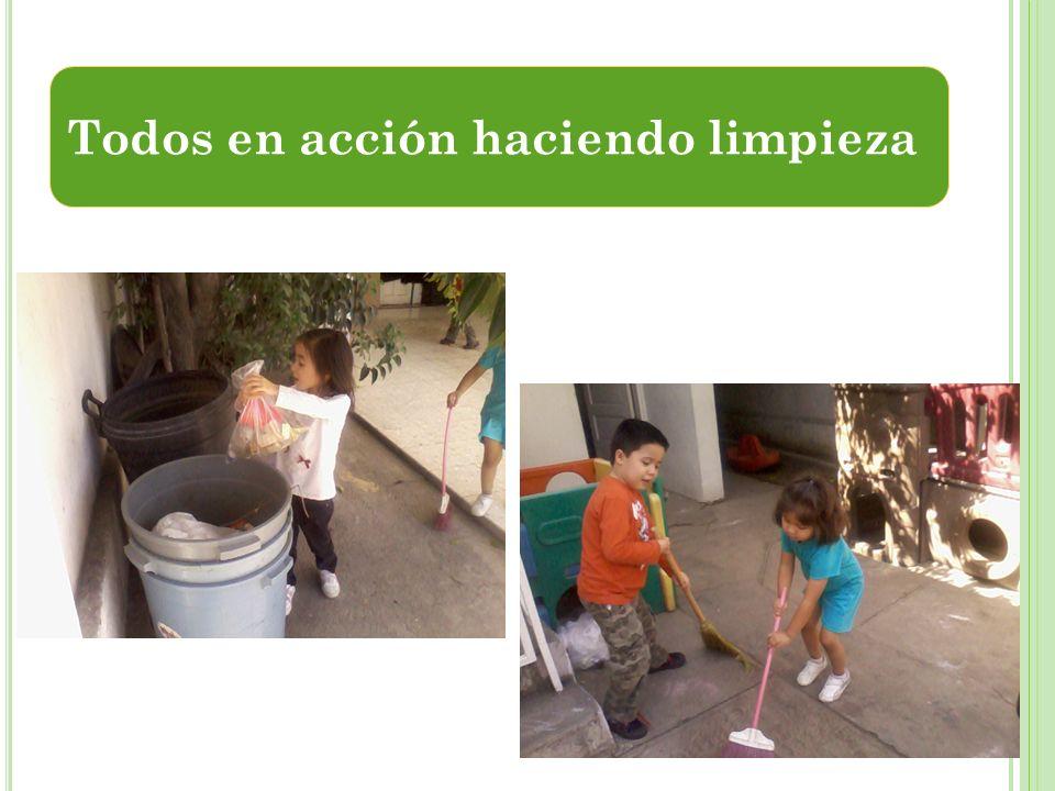 Todos en acción haciendo limpieza