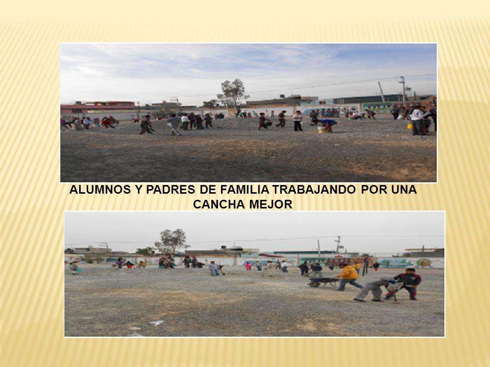 ALUMNOS Y PADRES DE FAMILIA TRABAJANDO POR UNA