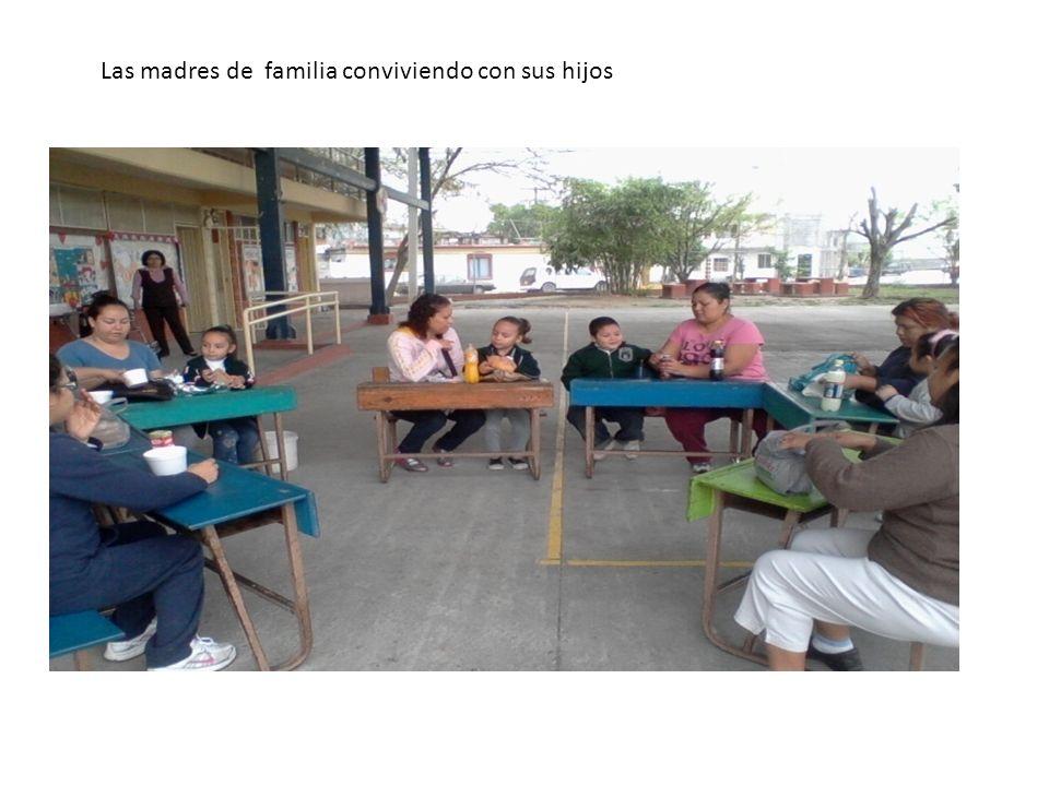 Las madres de familia conviviendo con sus hijos