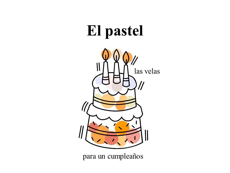El pastel las velas para un cumpleaños