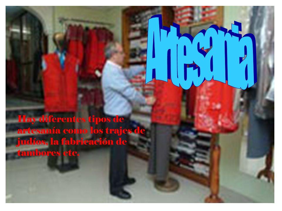 Artesania Hay diferentes tipos de artesanía como los trajes de judíos, la fabricación de tambores etc.