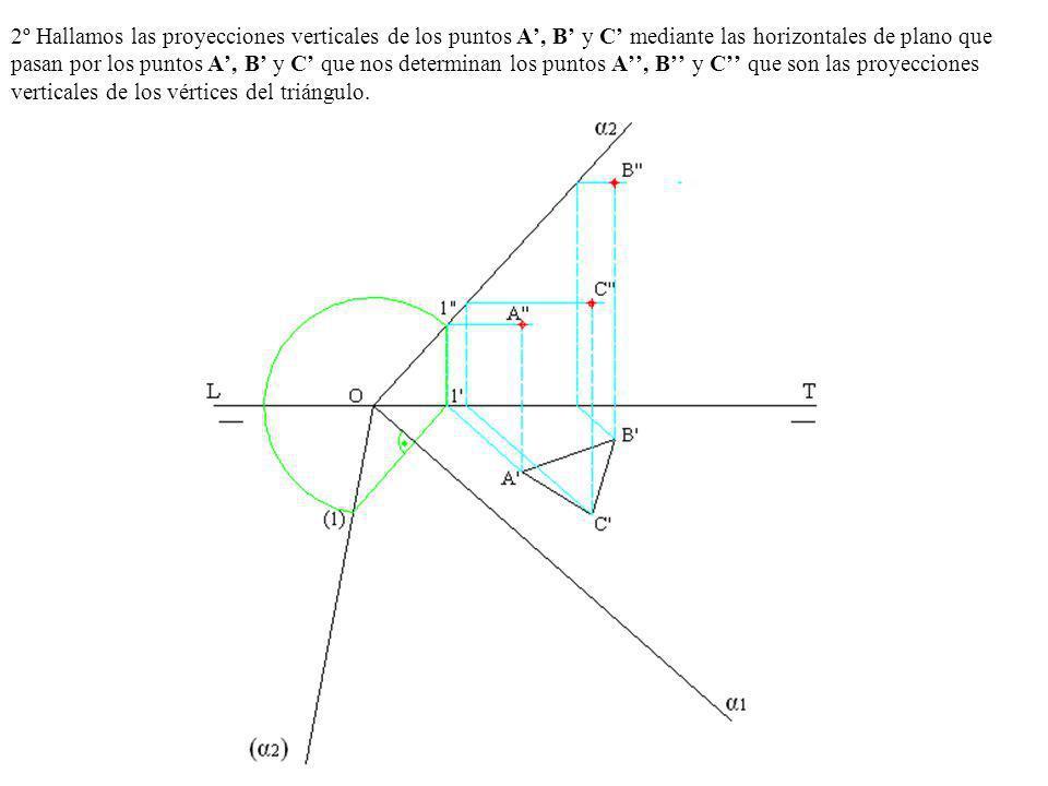 2º Hallamos las proyecciones verticales de los puntos A', B' y C' mediante las horizontales de plano que pasan por los puntos A', B' y C' que nos determinan los puntos A'', B'' y C'' que son las proyecciones verticales de los vértices del triángulo.