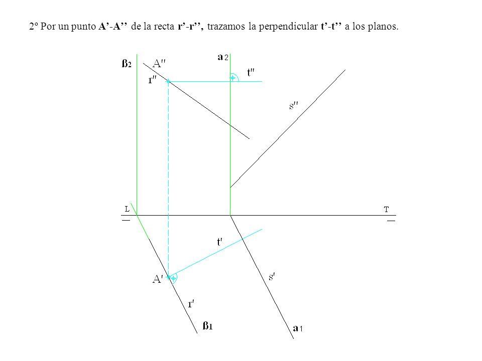 2º Por un punto A'-A'' de la recta r'-r'', trazamos la perpendicular t'-t'' a los planos.
