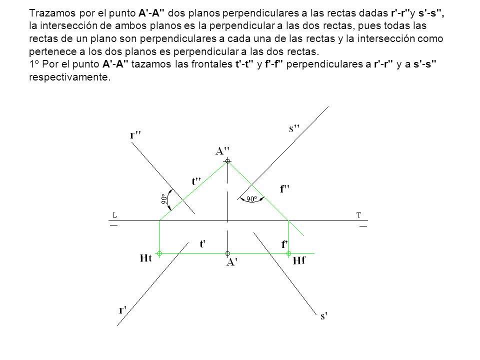 Trazamos por el punto A -A dos planos perpendiculares a las rectas dadas r -r y s -s , la intersección de ambos planos es la perpendicular a las dos rectas, pues todas las rectas de un plano son perpendiculares a cada una de las rectas y la intersección como pertenece a los dos planos es perpendicular a las dos rectas.