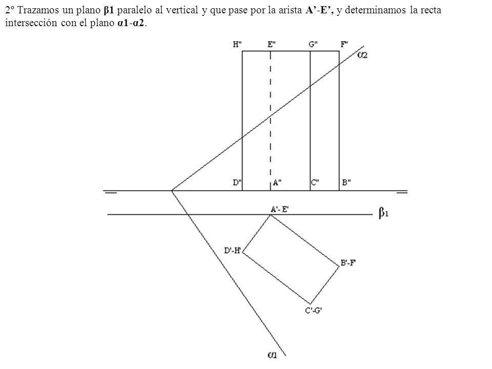 2º Trazamos un plano β1 paralelo al vertical y que pase por la arista A'-E', y determinamos la recta intersección con el plano α1-α2.