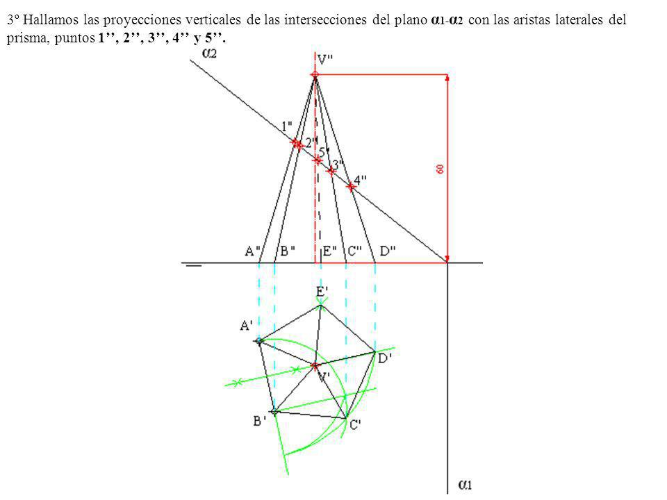 3º Hallamos las proyecciones verticales de las intersecciones del plano α1-α2 con las aristas laterales del prisma, puntos 1'', 2'', 3'', 4'' y 5''.