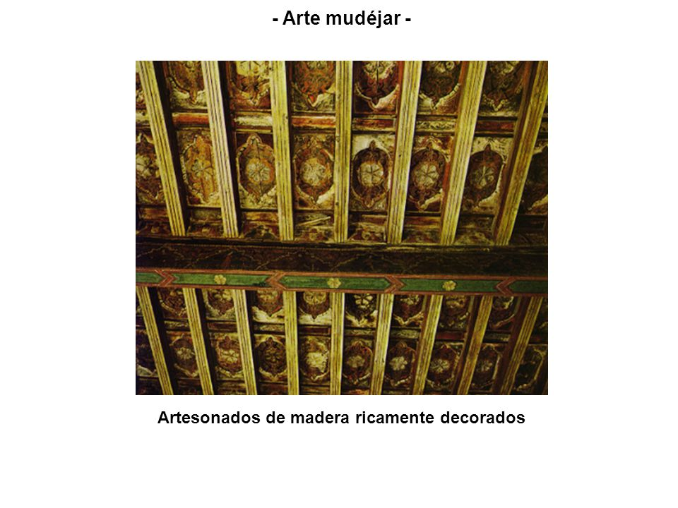 Artesonados de madera ricamente decorados