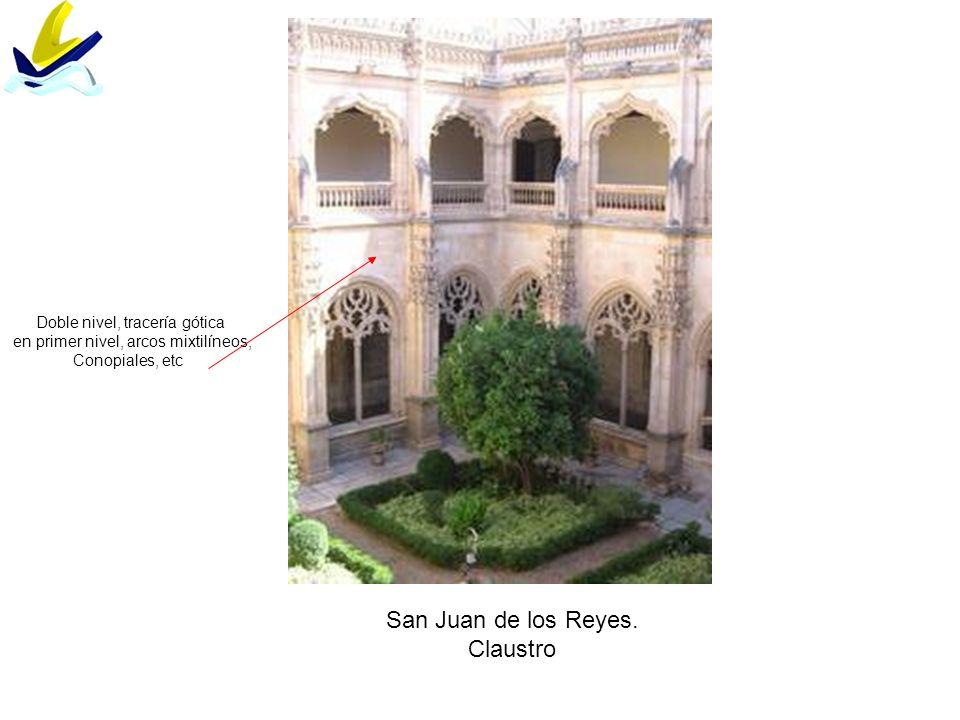 San Juan de los Reyes. Claustro Doble nivel, tracería gótica