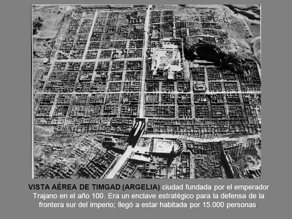 VISTA AÉREA DE TIMGAD (ARGELIA) ciudad fundada por el emperador Trajano en el año 100.