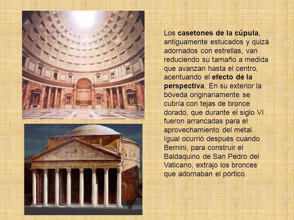 Los casetones de la cúpula, antiguamente estucados y quizá adornados con estrellas, van reduciendo su tamaño a medida que avanzan hasta el centro, acentuando el efecto de la perspectiva.