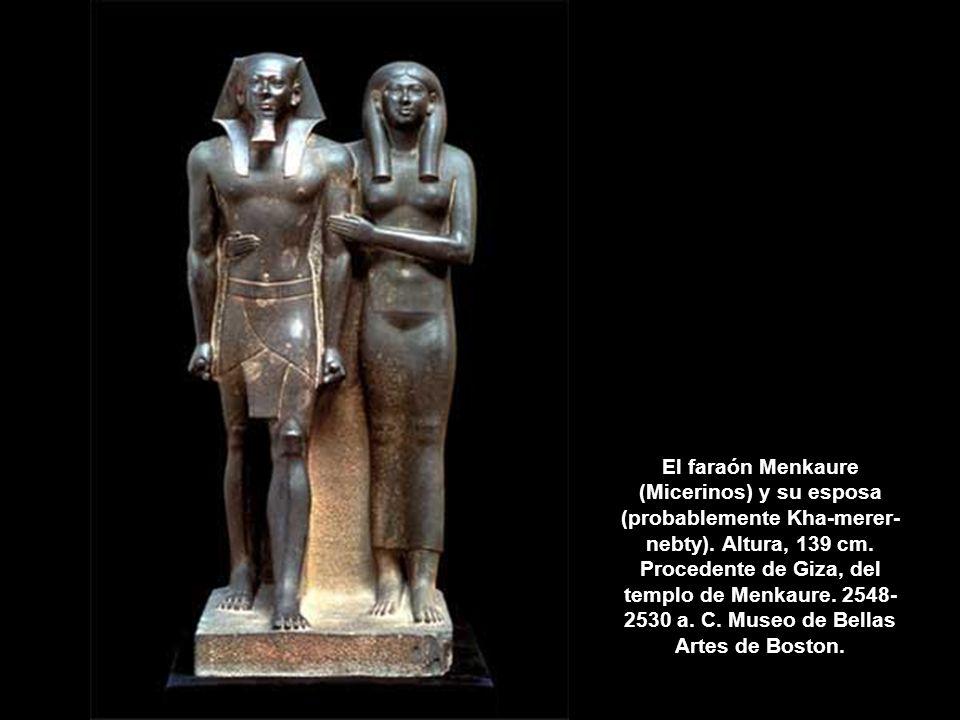 El faraón Menkaure (Micerinos) y su esposa (probablemente Kha-merer-nebty).