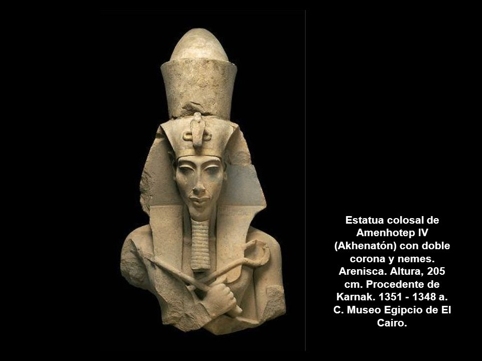 Estatua colosal de Amenhotep IV (Akhenatón) con doble corona y nemes
