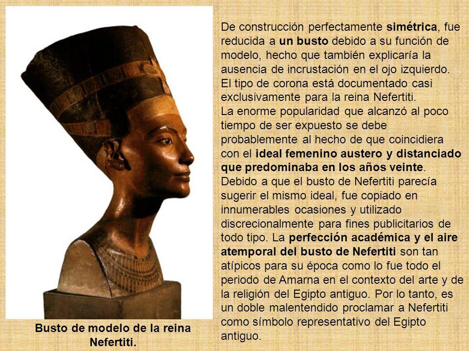 Busto de modelo de la reina Nefertiti.