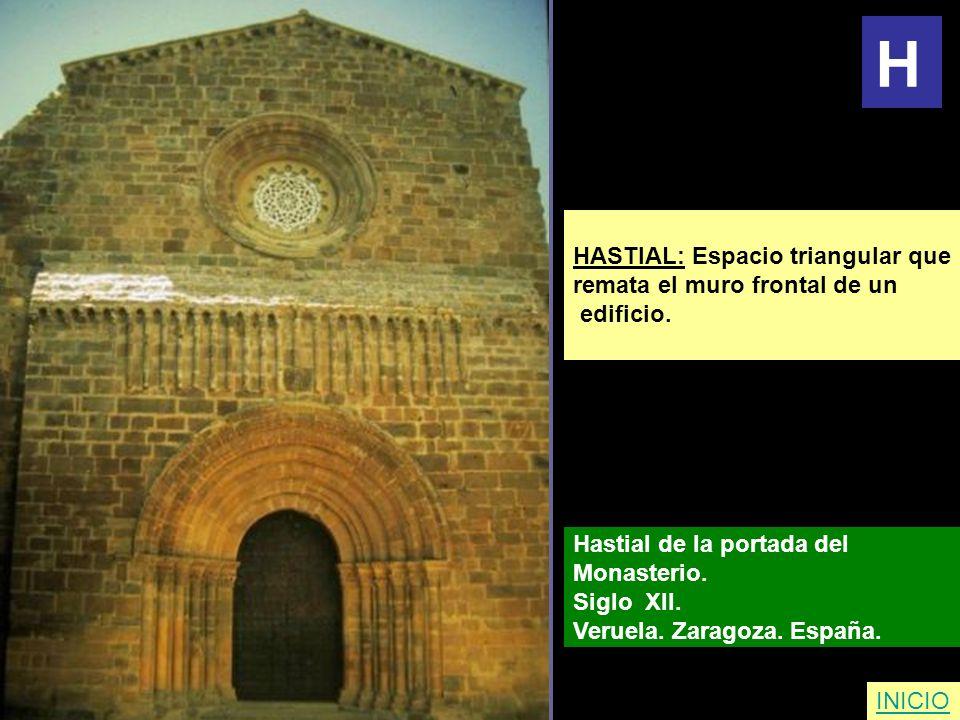 H HASTIAL: Espacio triangular que remata el muro frontal de un