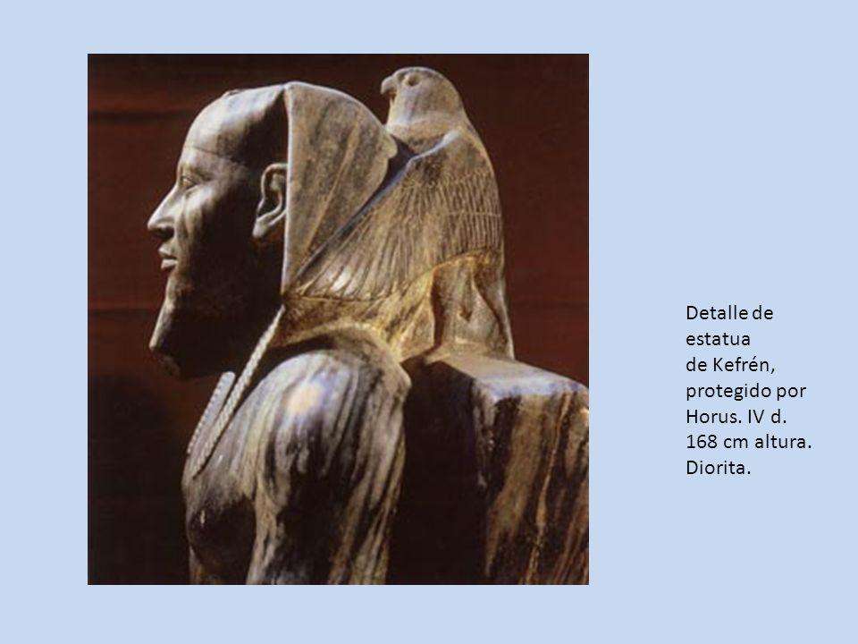 Detalle de estatua de Kefrén, protegido por Horus. IV d. 168 cm altura. Diorita.