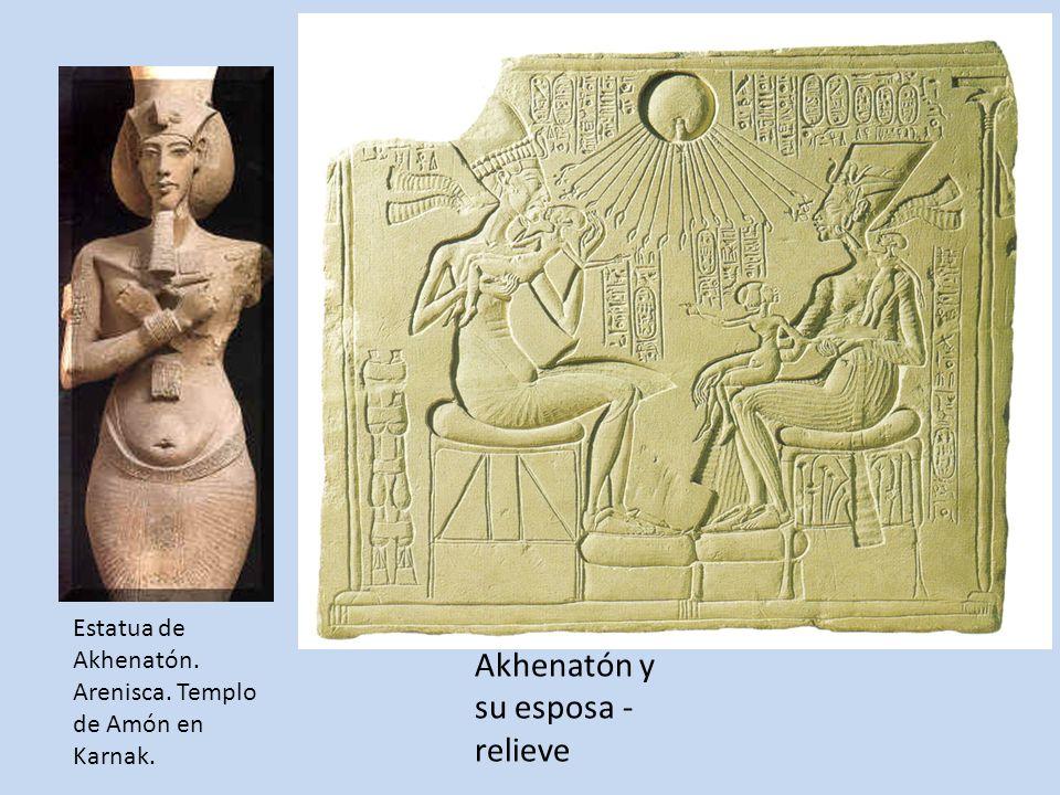 Akhenatón y su esposa - relieve