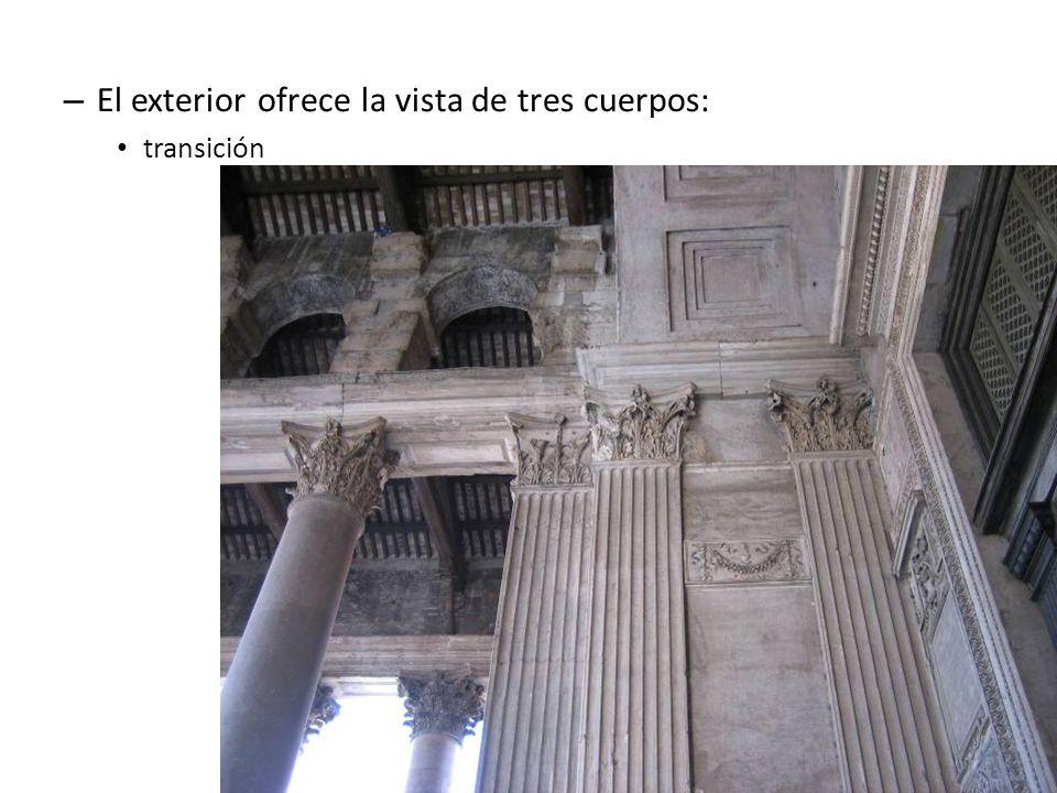 El exterior ofrece la vista de tres cuerpos: