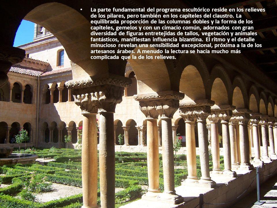 La parte fundamental del programa escultórico reside en los relieves de los pilares, pero también en los capiteles del claustro.
