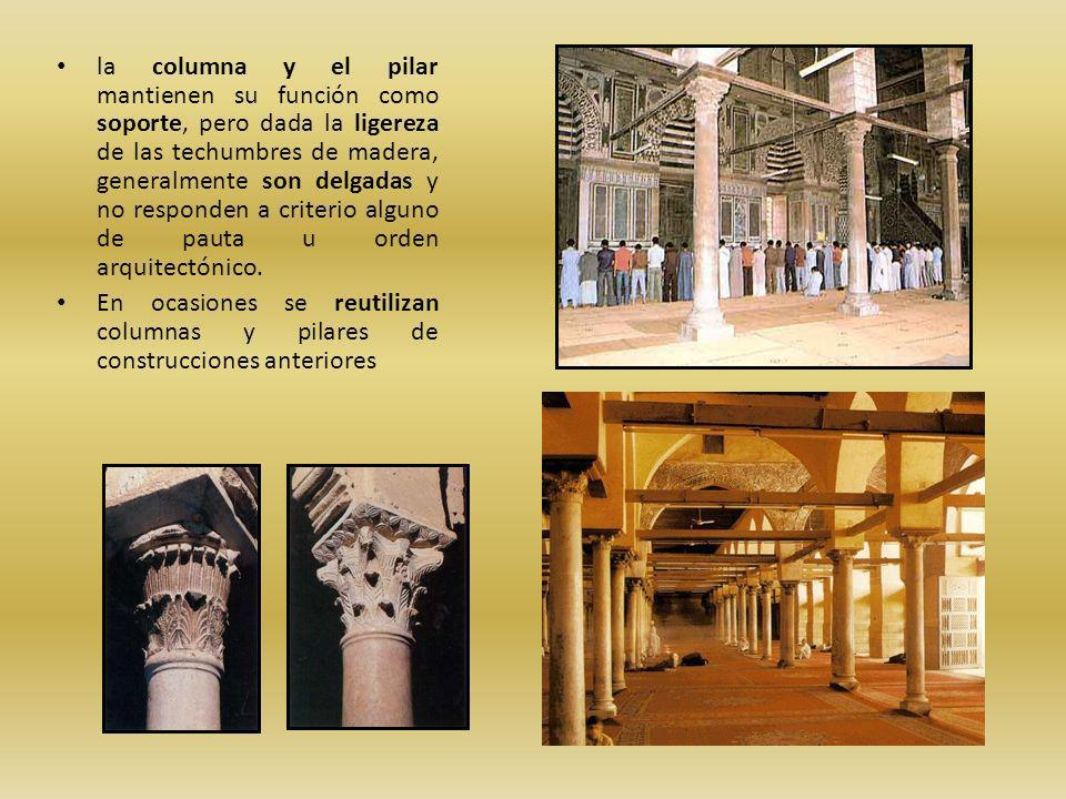 la columna y el pilar mantienen su función como soporte, pero dada la ligereza de las techumbres de madera, generalmente son delgadas y no responden a criterio alguno de pauta u orden arquitectónico.
