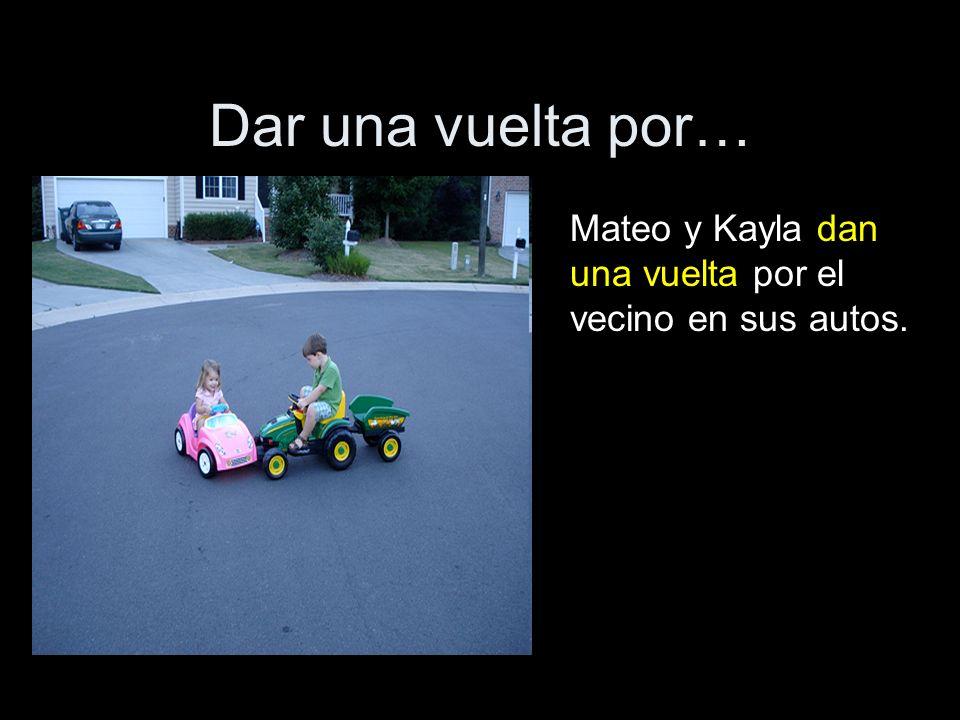 Dar una vuelta por… Mateo y Kayla dan una vuelta por el vecino en sus autos.