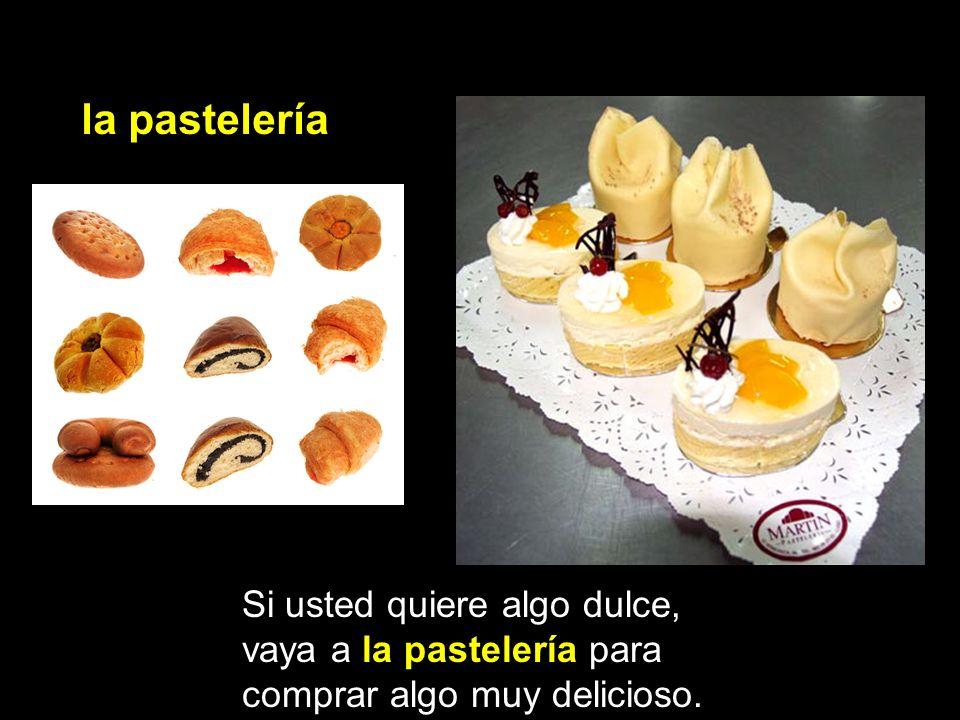 la pastelería Si usted quiere algo dulce, vaya a la pastelería para comprar algo muy delicioso.