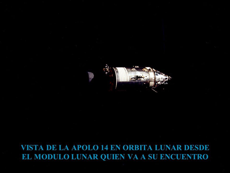 VISTA DE LA APOLO 14 EN ORBITA LUNAR DESDE EL MODULO LUNAR QUIEN VA A SU ENCUENTRO