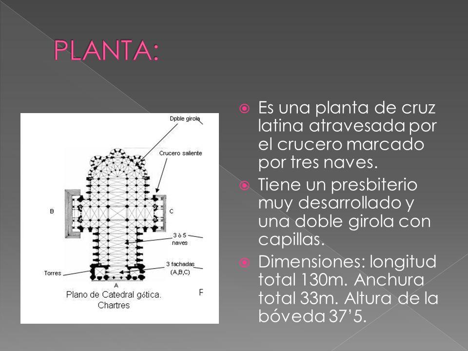 PLANTA: Es una planta de cruz latina atravesada por el crucero marcado por tres naves.