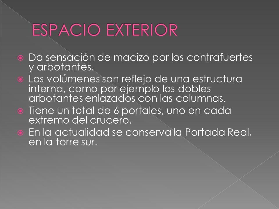 ESPACIO EXTERIOR Da sensación de macizo por los contrafuertes y arbotantes.
