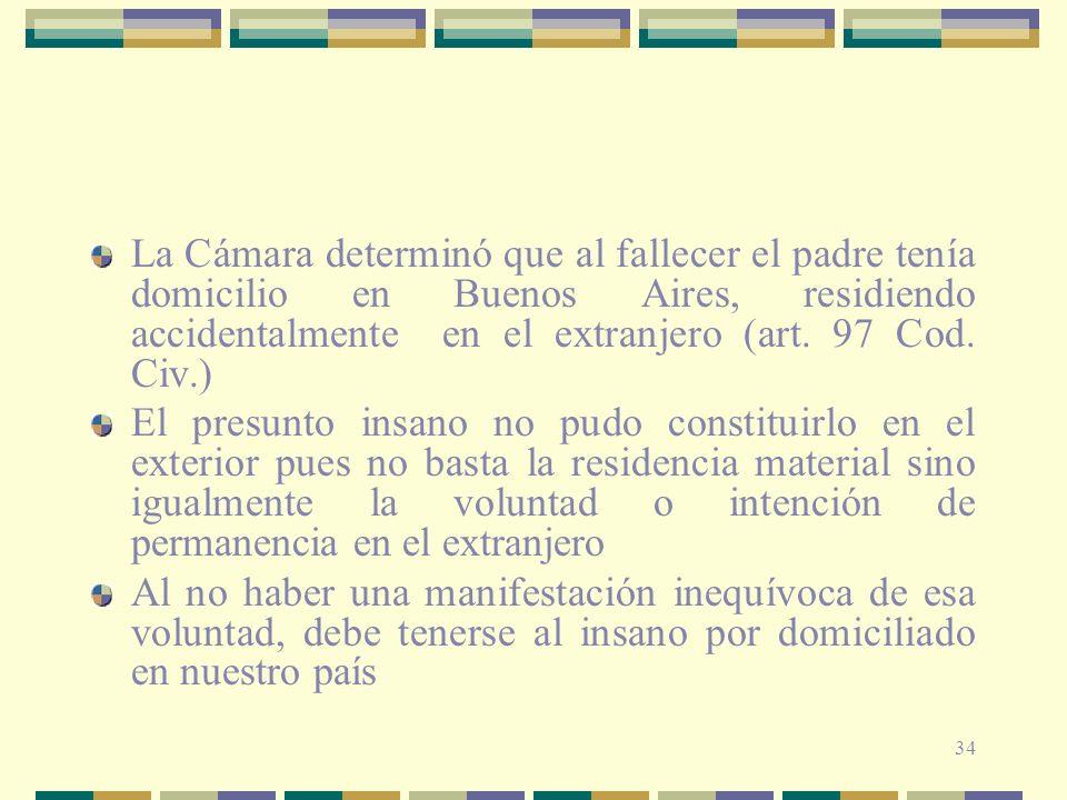 La Cámara determinó que al fallecer el padre tenía domicilio en Buenos Aires, residiendo accidentalmente en el extranjero (art. 97 Cod. Civ.)