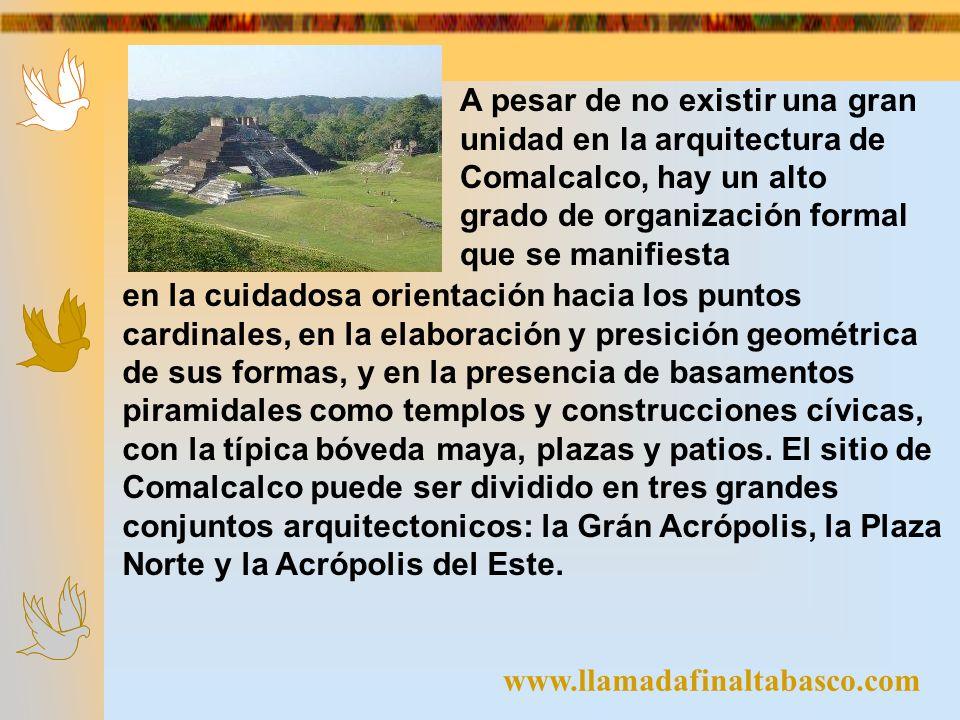 A pesar de no existir una gran unidad en la arquitectura de Comalcalco, hay un alto grado de organización formal que se manifiesta