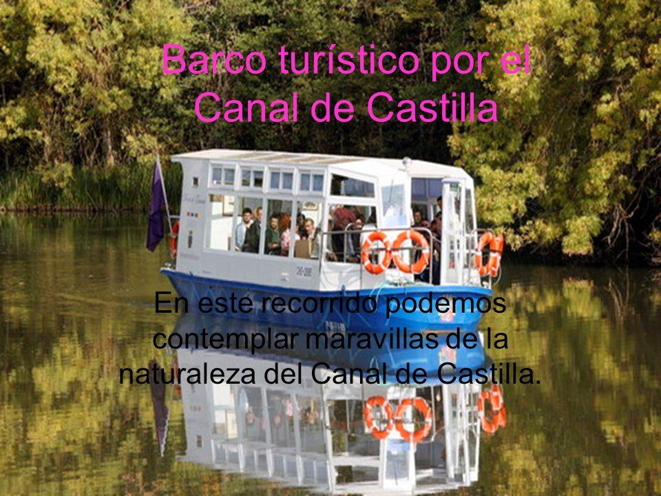 Barco turístico por el Canal de Castilla