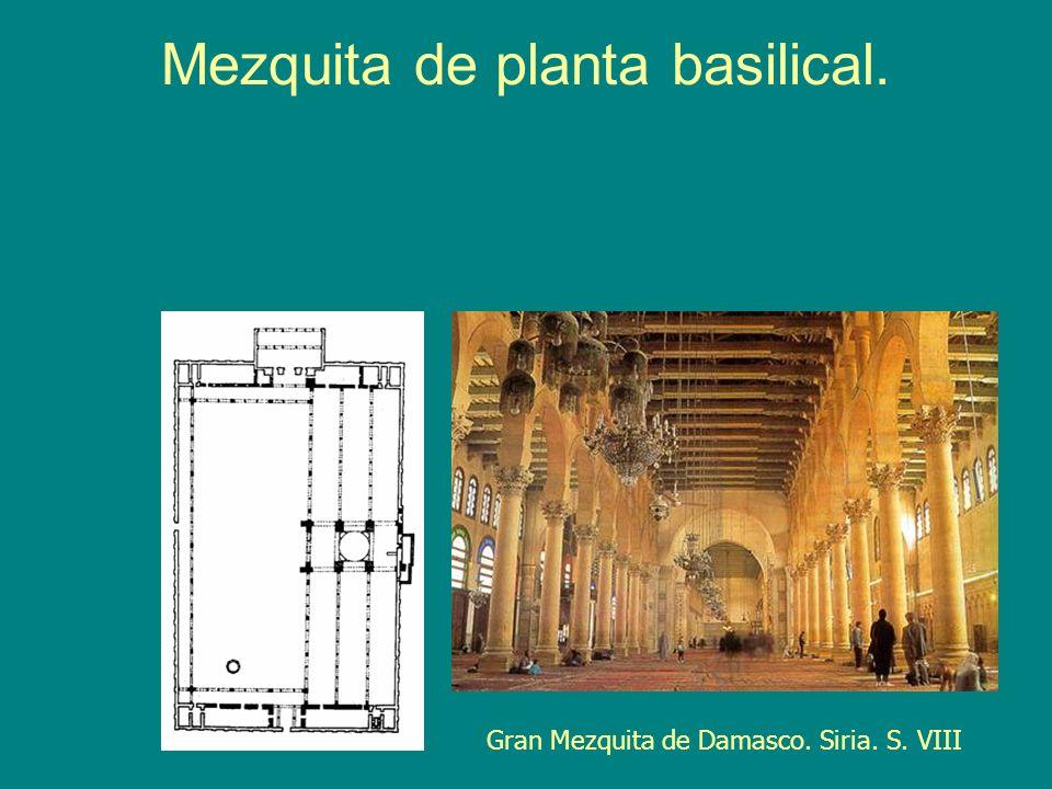 Mezquita de planta basilical.