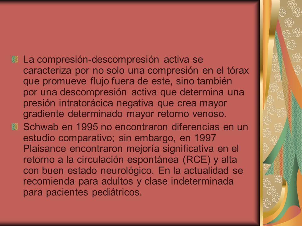 La compresión-descompresión activa se caracteriza por no solo una compresión en el tórax que promueve flujo fuera de este, sino también por una descompresión activa que determina una presión intratorácica negativa que crea mayor gradiente determinado mayor retorno venoso.
