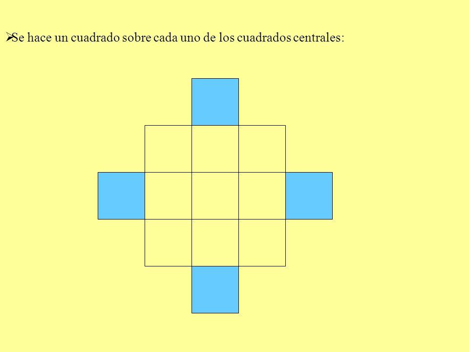 Se hace un cuadrado sobre cada uno de los cuadrados centrales: