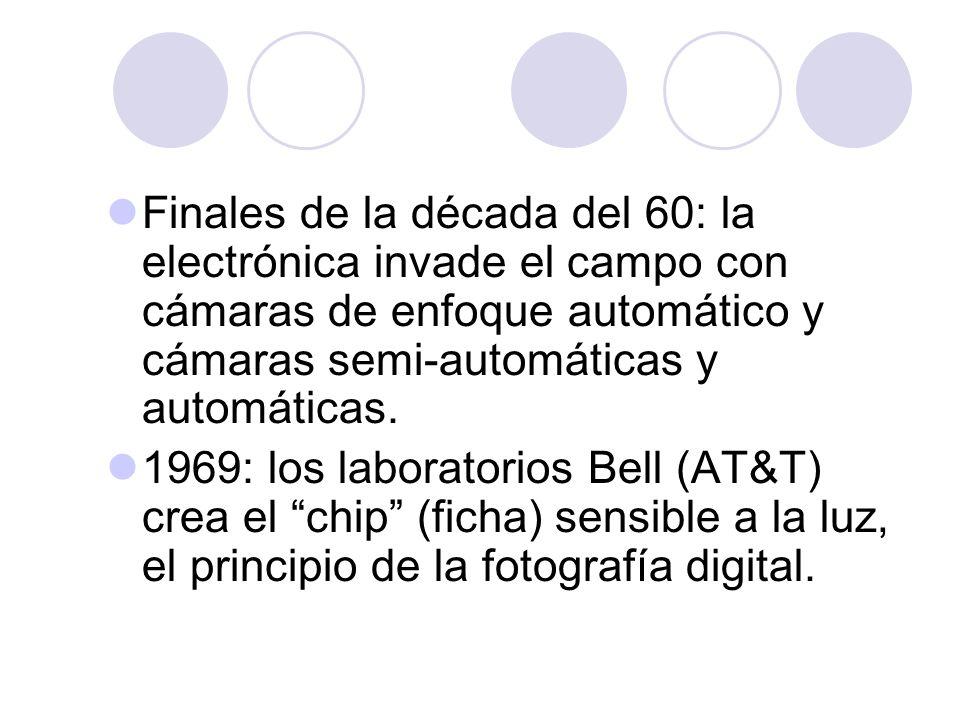 Finales de la década del 60: la electrónica invade el campo con cámaras de enfoque automático y cámaras semi-automáticas y automáticas.
