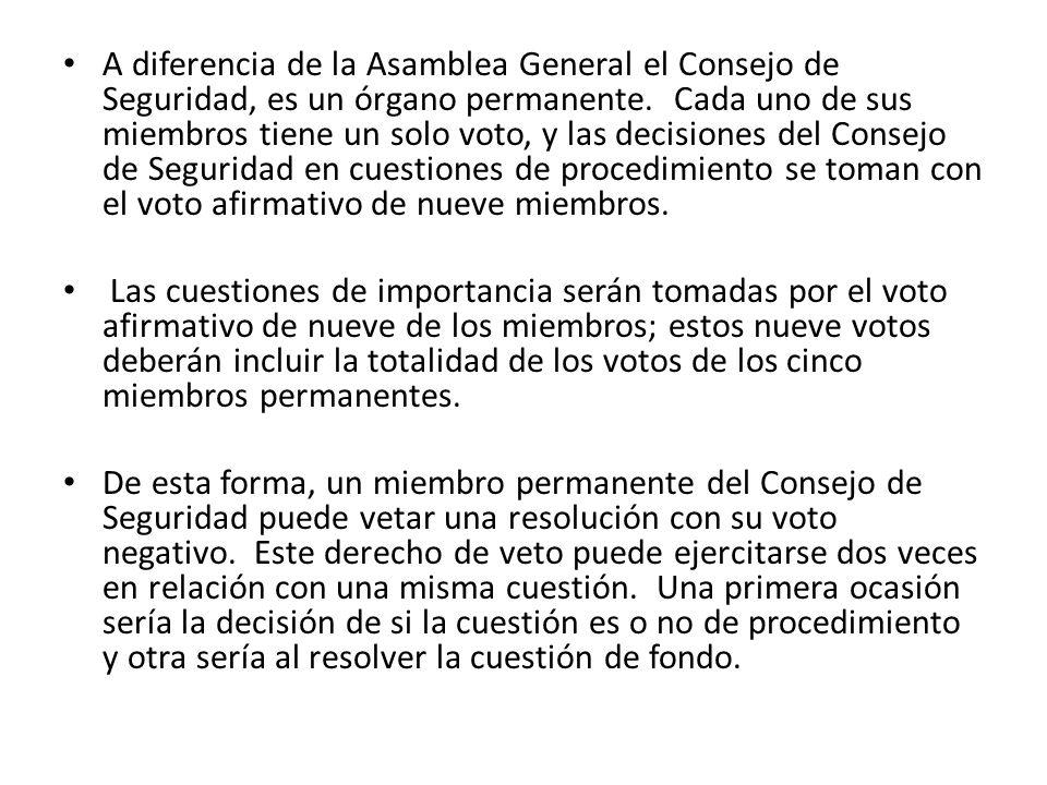 A diferencia de la Asamblea General el Consejo de Seguridad, es un órgano permanente. Cada uno de sus miembros tiene un solo voto, y las decisiones del Consejo de Seguridad en cuestiones de procedimiento se toman con el voto afirmativo de nueve miembros.